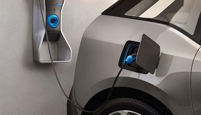Bremst die Bundesregierung Elektroauto-Ladestationen aus?