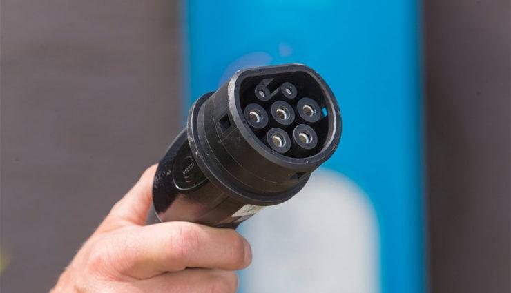 Dobrindt: Nochmal 100 Millionen Euro für Elektroauto-Ladesäulen