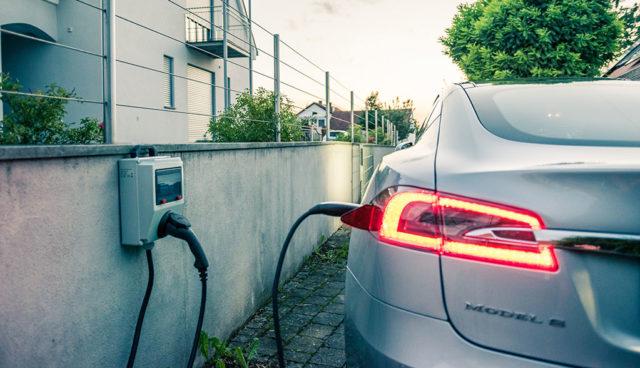 """Tesla-Gründer Eberhard: Zehn Prozent Elektroauto-Quote """"zu wenig"""""""