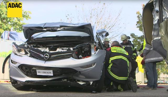 Elektroauto-Sicherheit-Unfall-Rettungskraefte