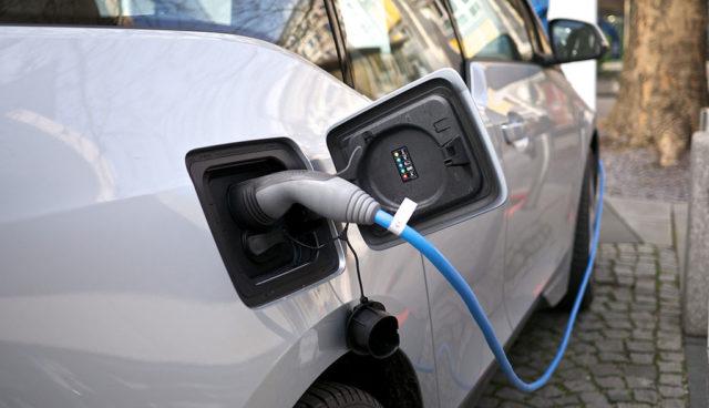 Bayern: 7000 öffentliche Elektroauto-Ladesäulen bis 2020