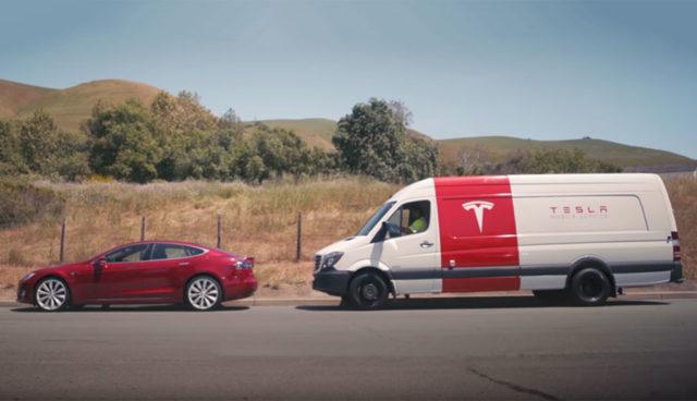 Tesla plant vollelektrische Servicefahrzeuge