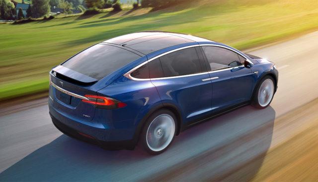 """Daimler """"schrottet"""" Tesla – Sixt spricht von """"rufschädigenden Behauptungen"""""""