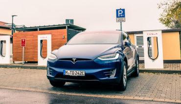 Daimler-Tesla-Model-X-Test
