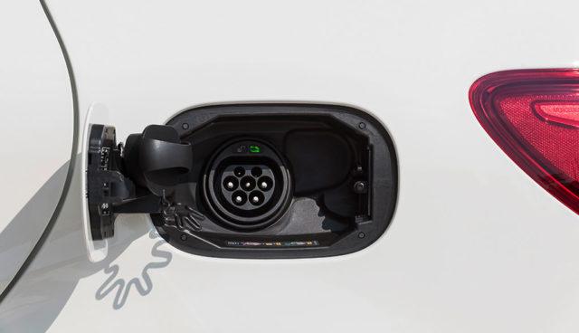 Dudenhöffer: Elektroauto-Prämie muss aufgestockt werden