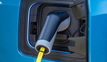 Jahresbilanz-Elektroauto–&-Hybridauto-Zulassungen-2017
