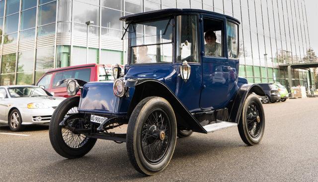 Studenten reparieren 100-jähriges Elektroauto aus den USA