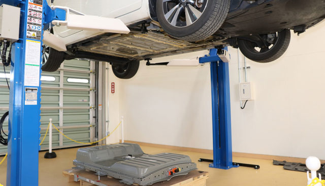 Nissan-Batterie-Tausch