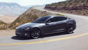 Tesla-Rueckruf-Servolenkung