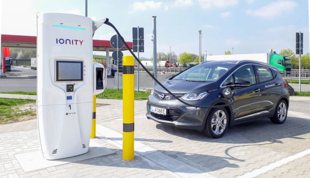 IONITY nimmt erste Elektroauto-Schnelllader in Betrieb
