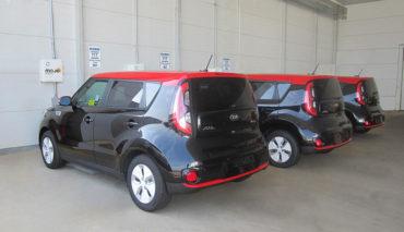 Kia-Soul-EV-kabelloses-Elektroauto-Laden-