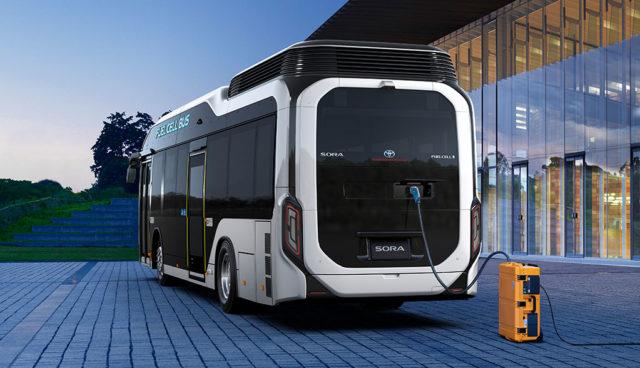 Toyota bringt ersten Brennstoffzellenbus auf die Straße