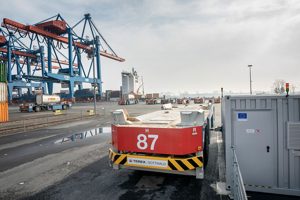 Hamburg–HHLA-Elekrtro-Container-Transport2