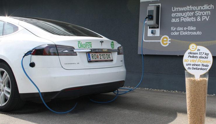 Neue Elektroauto-Tankstelle bezieht Strom aus Holzpellets