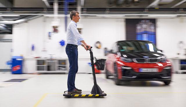 BMW Personal Mover: Stromer für kurze Distanzen innerhalb der Betriebsstandorte