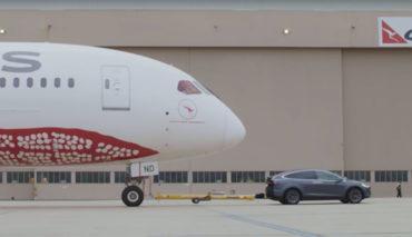 Tesla-Model-X-Qantas-787-Rekord