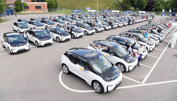 EnBW übergibt 180 Elektroautos an Mitarbeiter
