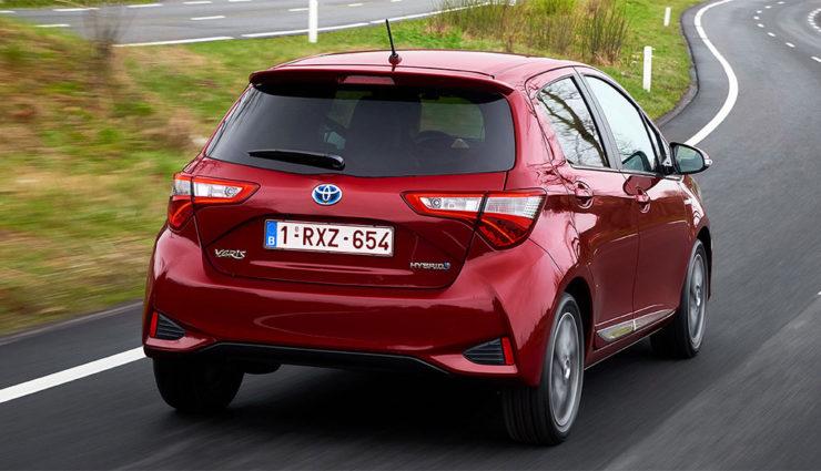 Toyota-Yaris-Hybrid-2017-6