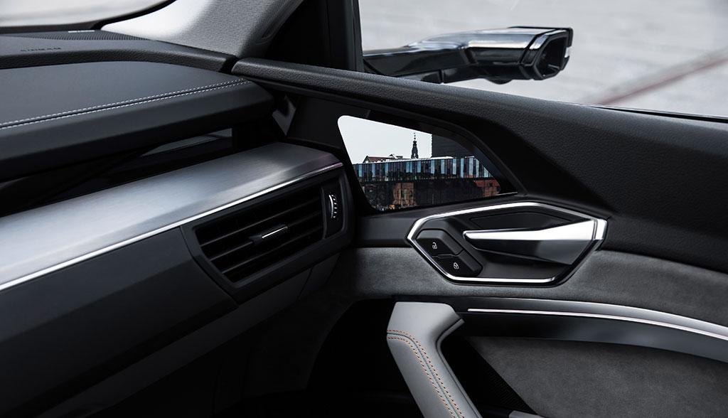 Audi-e-tron-Interiror-12