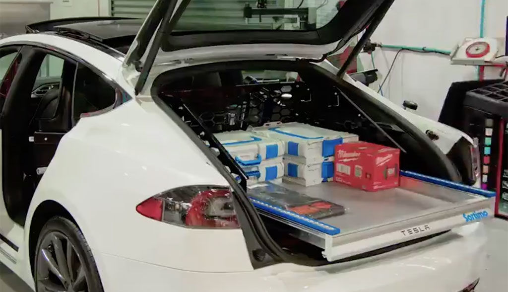 Tesla-Model-S-Servicefahrzeug