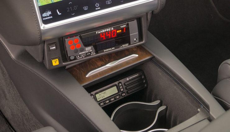 Tesla-Model-X-Taxi-Intax-2018-4