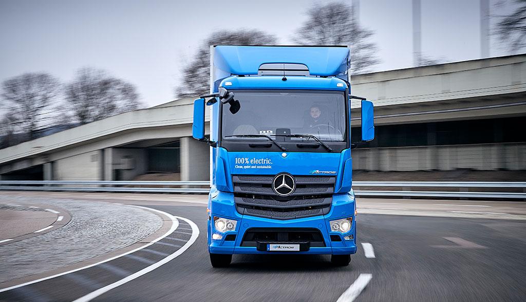 Daimler wartet \