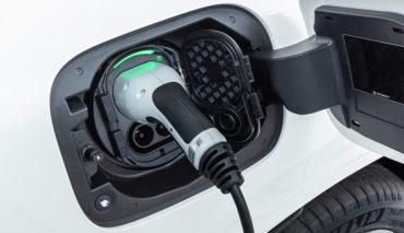 Elektroauto-Festkoerper-Batterie-Ladezeit