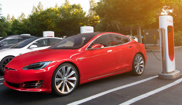"""Tesla erhöht """"Blockiergebühr"""" für Belegung von Supercharger-Schnellladern"""