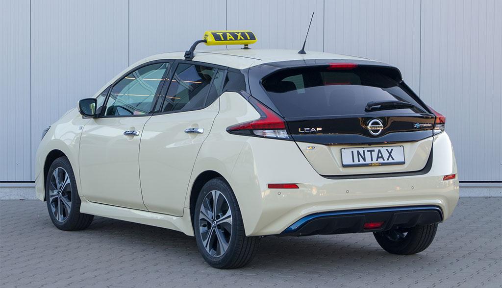 Nissan-LEAF-Taxi-1