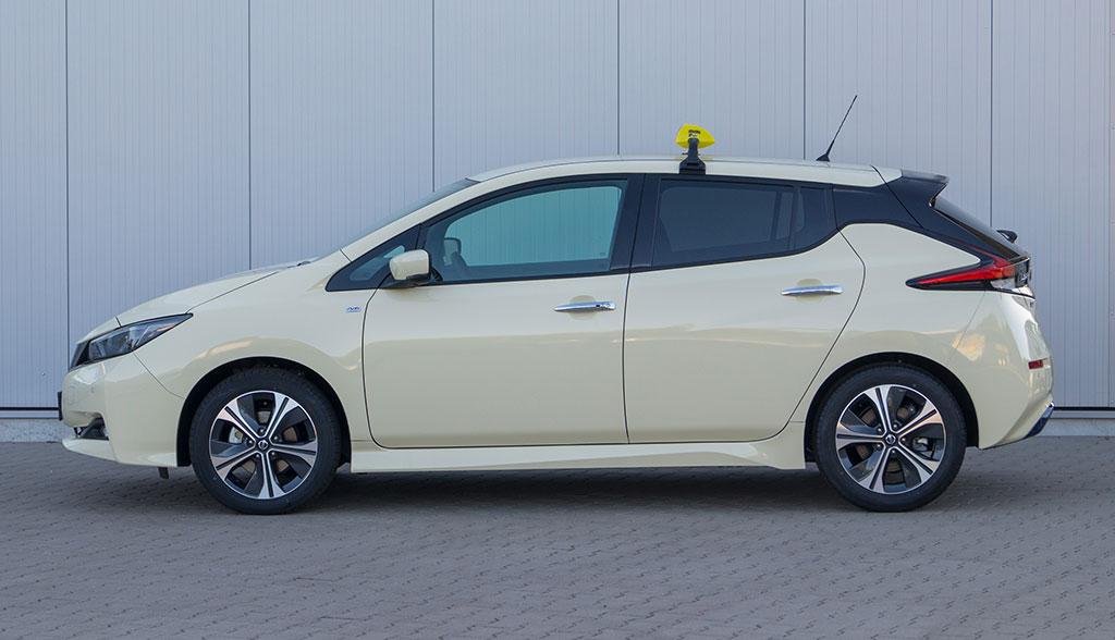 Nissan-LEAF-Taxi-2