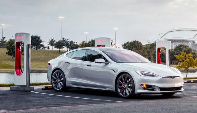Tesla plant mehr Supercharger-Schnelllader, Öffnung für Fremdfabrikate weiter möglich