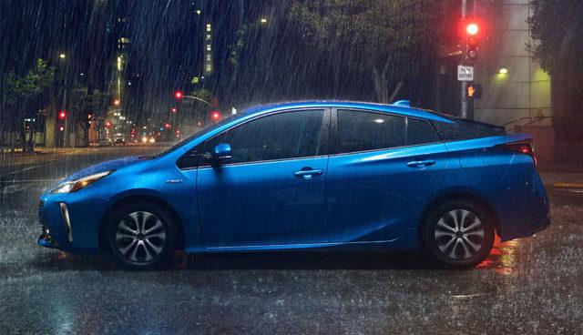 Toyota zeigt aufgefrischten Prius mit Allradantrieb