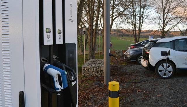 """Innogy: Neuer Schnelllade-Standort in der Region Trier bietet ersten """"SmartPole"""""""