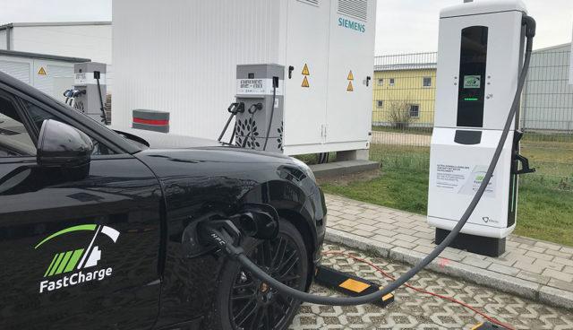 """Forschungsprojekt """"FastCharge"""": Porsche erprobt Laden mit bis zu 450 kW"""