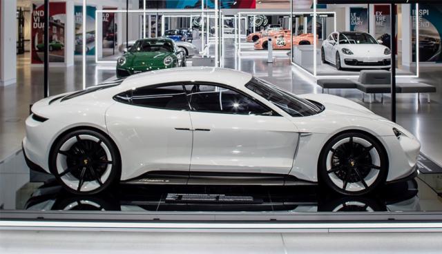 Porsche gibt US-Preise und Varianten für den Taycan bekannt