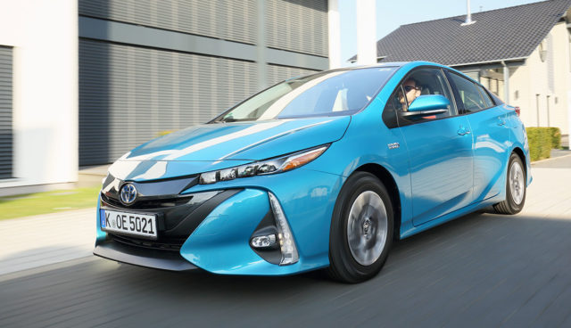 Toyota-Prius-Plug-in-Hybrid-2019