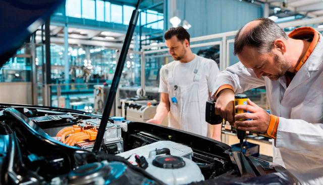 Elektroauto-Werkstatt