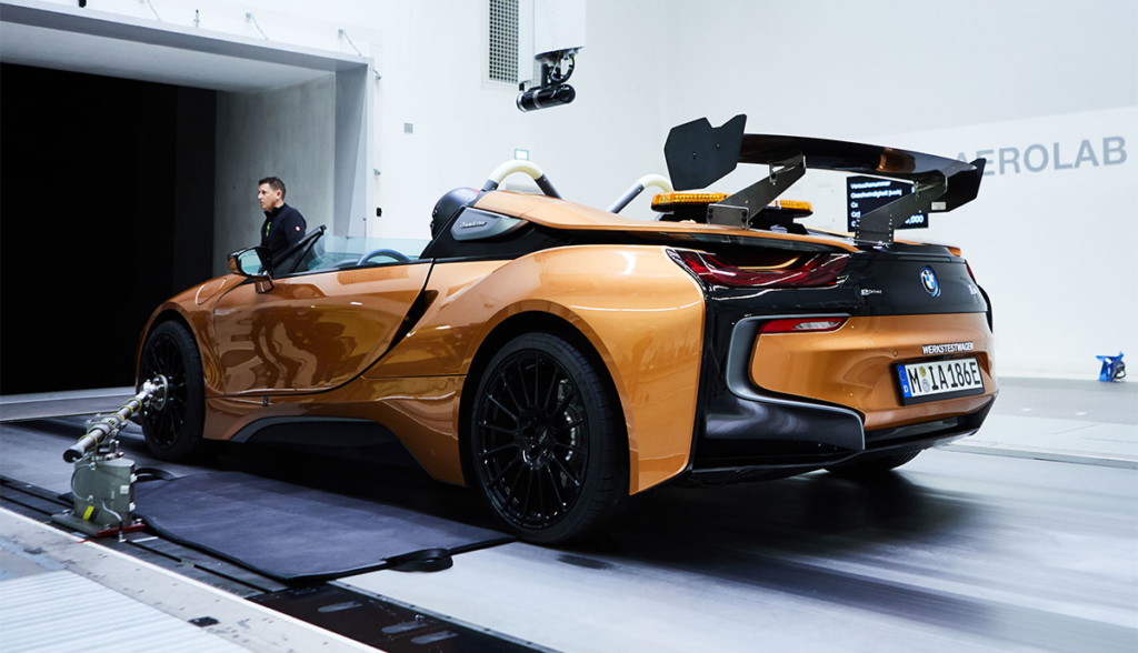 BMW-i8-Roadster-Safety-Car-2019-3