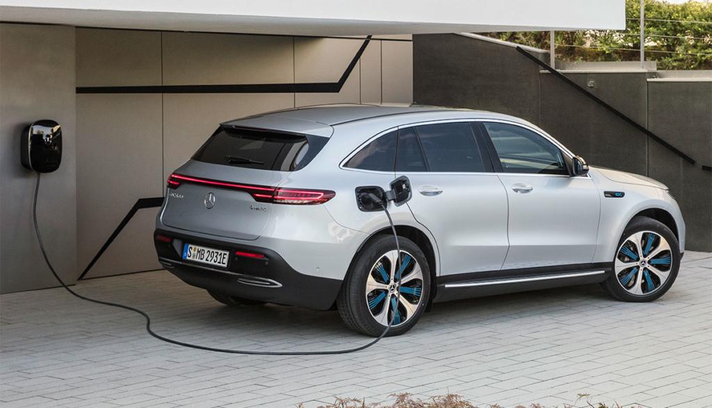 Mercedes-Benz-EQC-2019-9