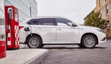 Mitsubishi-Outlander-Plug-in-Hybrid-aufladen