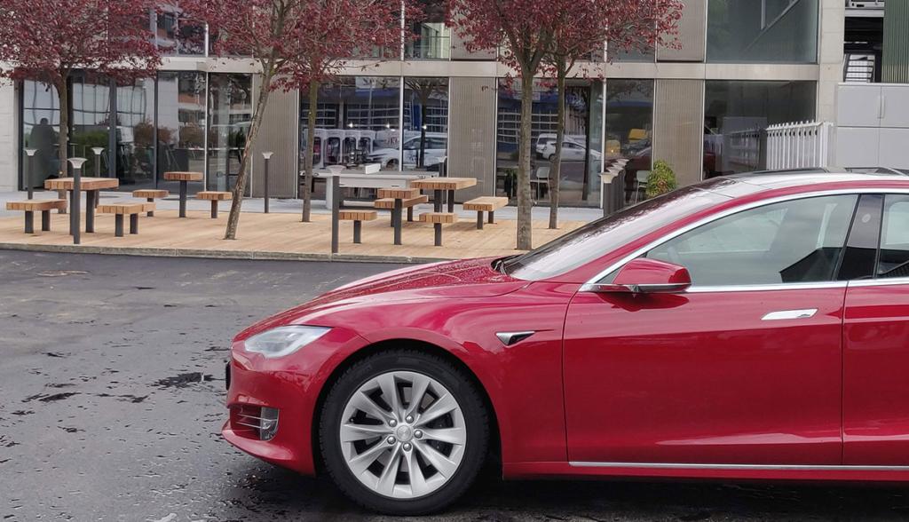 Tesla-Lounge-Dietikon—3
