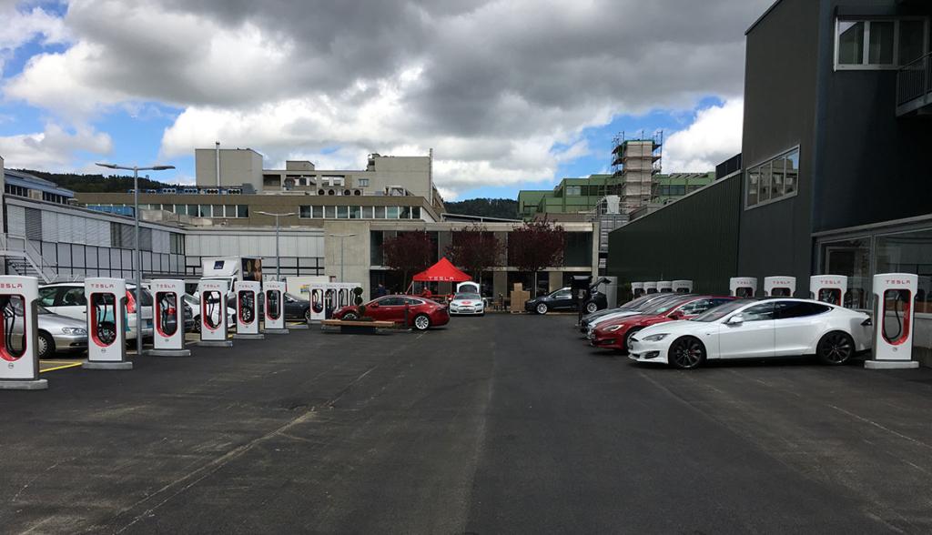 Tesla-Lounge-Dietikon—7