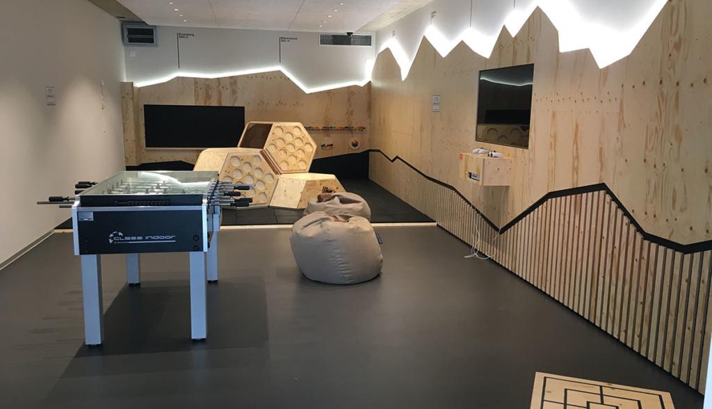 Tesla-Lounge-Dietikon—8