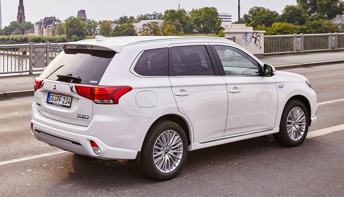 Hertz-Mitsubishi-Outlander-Plug-in-Hybrid-2019