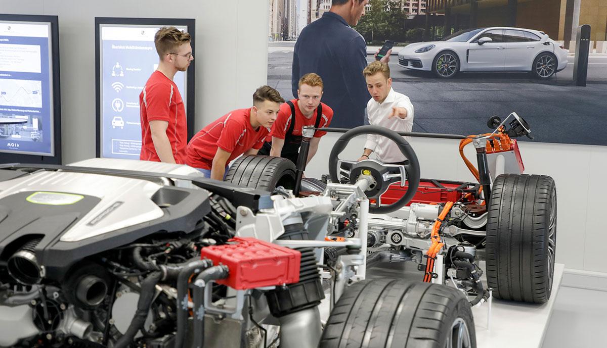 Porsche-E-Mobilitaet-Jobs