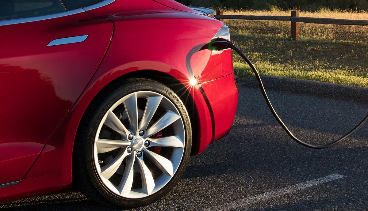 Tesla-Model-S-laedt