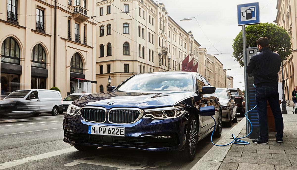 BMW-530e-