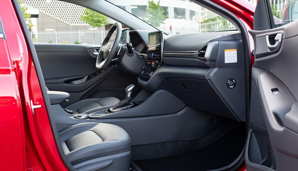 Hyundai-Ioniq-Plug-in-Hybrid–2020-1
