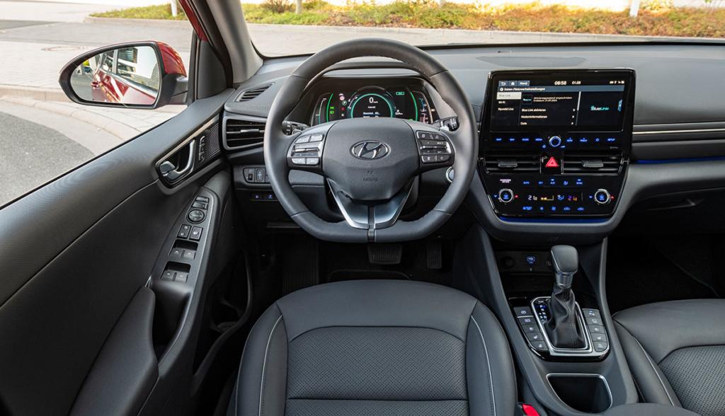 Hyundai-Ioniq-Plug-in-Hybrid–2020-2