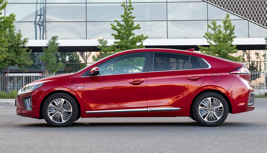 Hyundai-Ioniq-Plug-in-Hybrid–2020-7